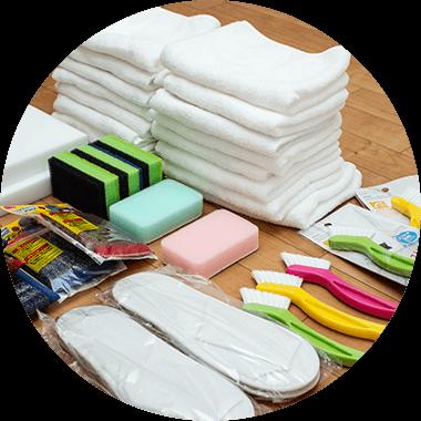 新品の用具 HQサプライではご訪問時のスリッパ、清掃に使用するタオル、清掃用具、防汚シート、手袋等は新品を使用します。 ※一部の特殊な用具、工具、機械類は新品ではありません。